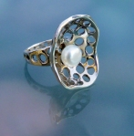 pearl ring.9