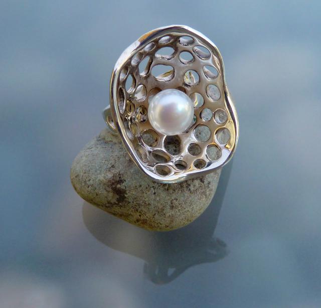 pearl ring.AAA