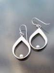 pearl tear earring.3
